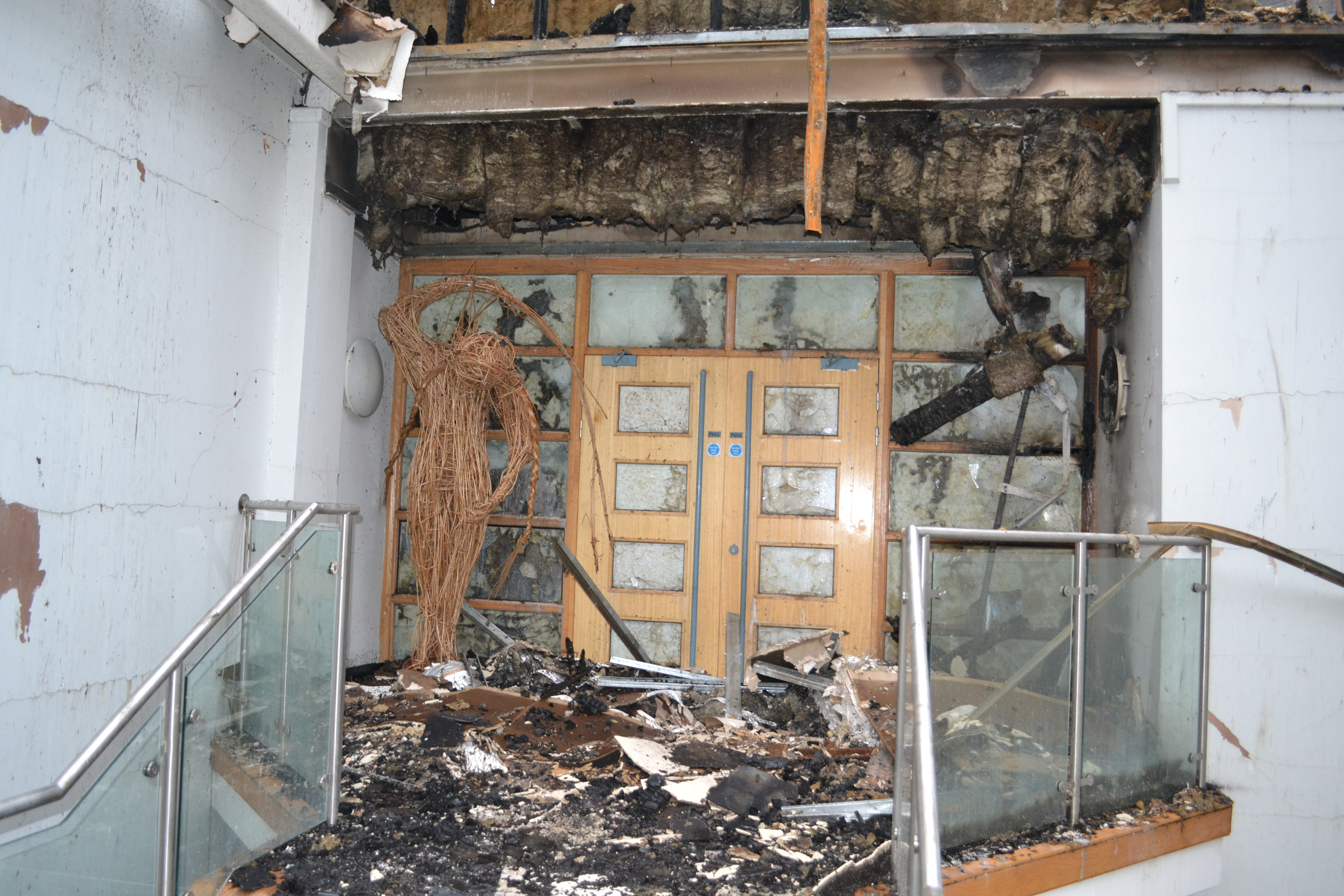 Fire doors hold back fire in school : dramatic pictures